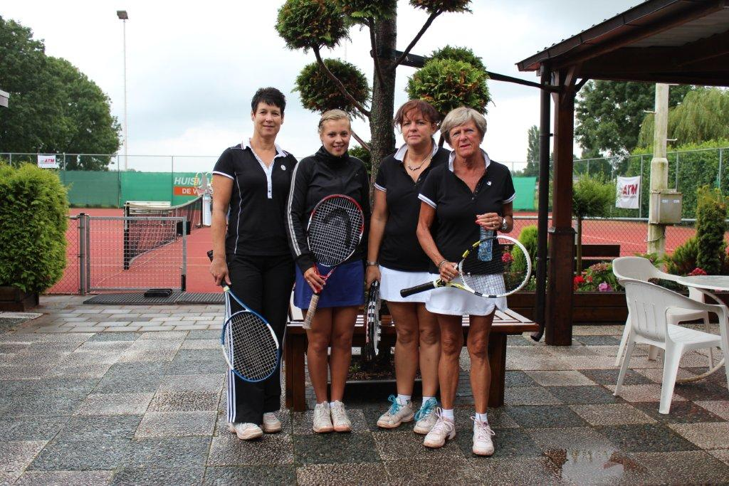 Finalisten Open Toernooi 2012 - Finalisten DD 8 2012 - Kelly van Gils en Ria Wevers vs Engeline Aarsen en Hadewych den Ridder